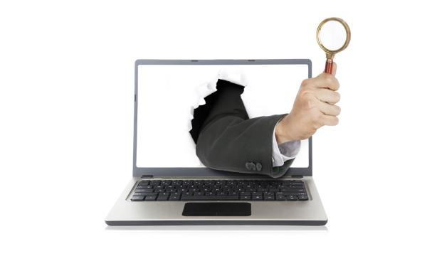 spying_computer_magnifying_glass-e1439305266849